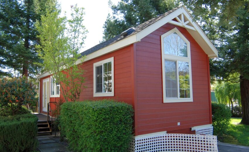 how to live in tiny home with pets